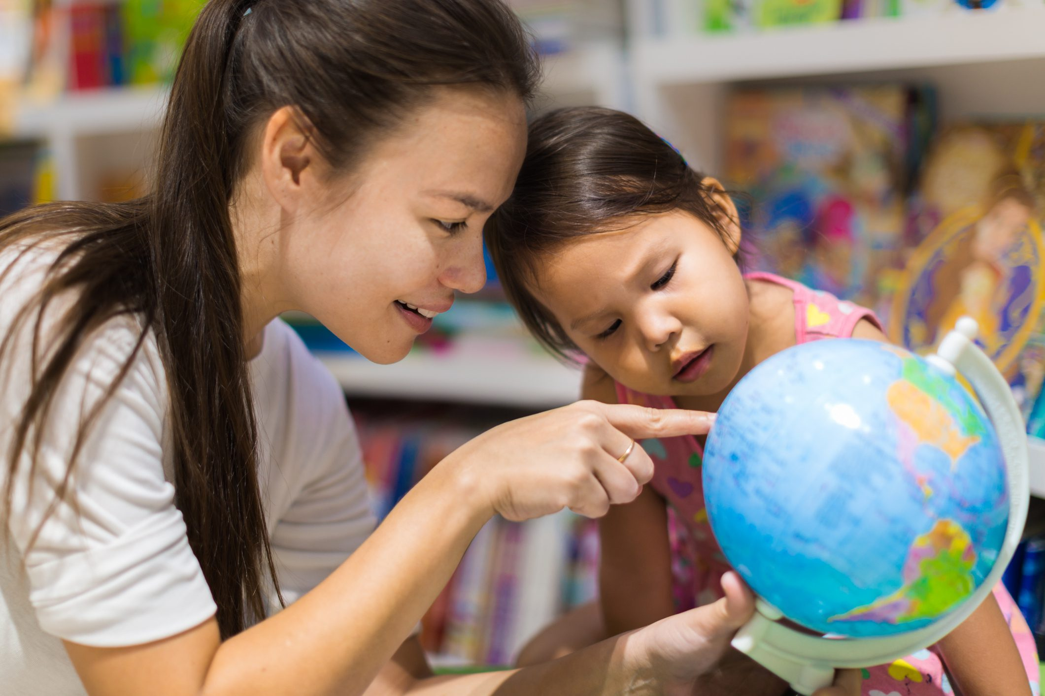 Learning geography with a globe